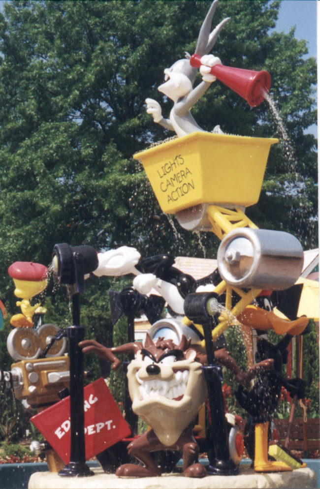 Looney Tunes Fountain Six Flags Theme Parks