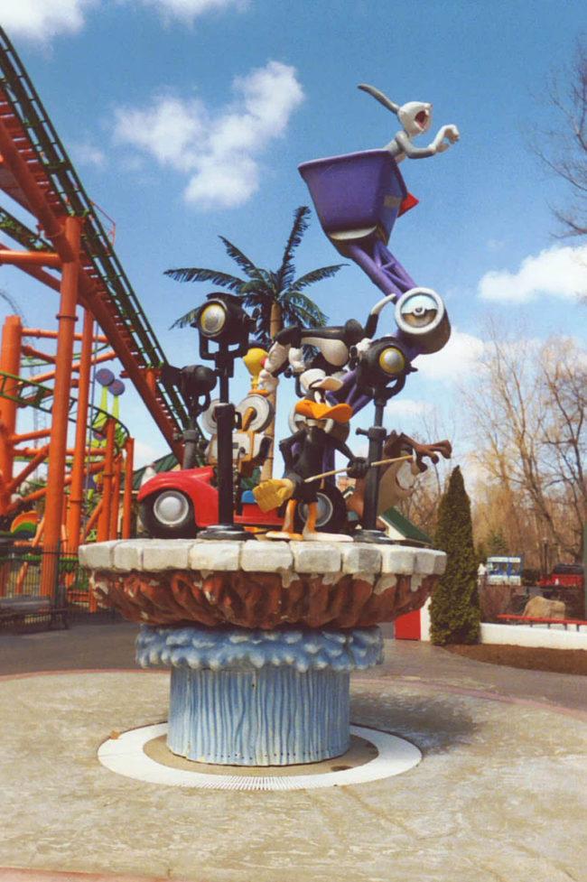 Looney Tunes Fountain Six Flags Theme Park